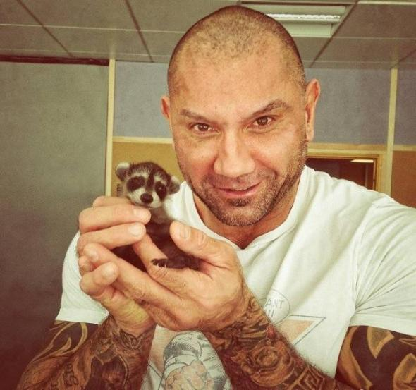 guardians-of-the-galaxy-drax-dave-batista-holding-raccoon-1409429286k